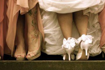 Hochzeitsschuhe im Schaufenster